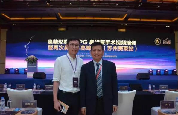 宁波美莱刘昆鹏主任(左)与 李圣利教授(右)合影留念